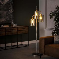 This industrial floor lamp has three light sources, is made of metal and has a yellow-tinted glass cap. The light sources distributes the light in a beautiful way through the room, creating a great ambiance. Hudson Table, Industrial Floor Lamps, Retro Lampe, Table Bar, Led Lampe, Ceiling Lights, Interior Design, Lighting, Furniture