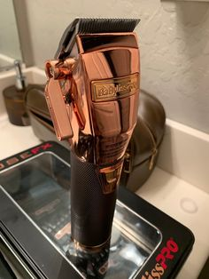 Rose Gold Clipper used on 2 haircuts. So it's basically brand new. Comes with all guards, charger and original box. Barber Accessories, Barber Clippers, Diy Haircut, Beauty Salon Decor, Hair Styles 2016, Hair Tools, Fitness Inspiration, Black Men, Career