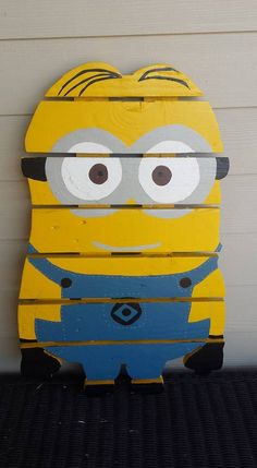 Minion sign made from recycled pallets hand by MonicasFavThings