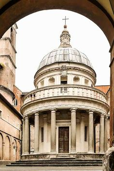 Tempietto, Roma, [photo- via style saloniste] Donato Bramante (1444- 1515) This little temple is a martyia (a building that commemorates a martyrdom) that marks the traditional site of Saint Peter's crucifixion. Perhaps, Renaissance Italy's most perfect expression of classical order and harmony.