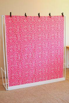 Fotohintergrund aus PVC - sieht leicht aus und scheint einfach auf- und abzubauen zu sein. Gute Idee!