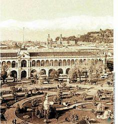 1900 Costado oriente de la Plaza de Armas de Santiago de Chile, via Flickr.