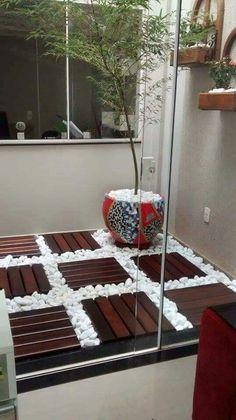 Mosaico de peças de deck e outros pisos, para sacada.