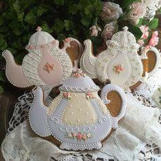 Delicate pastel, lace, and rose tea pot cookies by Teri Pringle Wood Fancy Cookies, Iced Cookies, Cute Cookies, Easter Cookies, Royal Icing Cookies, Birthday Cookies, Cupcake Cookies, Christmas Cookies, Sugar Cookies