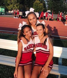 Cheer Outfits, Cheerleading Outfits, High School Cheerleading, Cheerleader Hair, Cheerleading Stunting, Cheer Picture Poses, Cheer Poses, Cheer Stunts, Cheer Dance