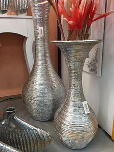 jarrones decorados en plata en www. Mosaic Vase, Mirror Mosaic, Mirror Tiles, Bottle Art, Bottle Crafts, Burlap Lampshade, Mercury Glass Lamp, Tall Floor Vases, Glitter Mason Jars