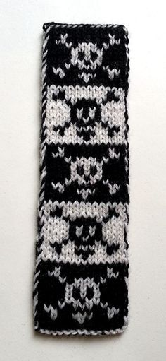 Free Knitting Pattern for Pirate Bookscarf