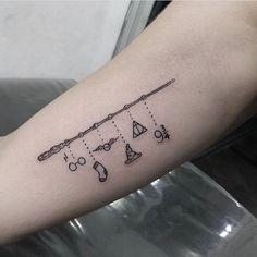 Lower Back Tattoos 61388 Harry Potter temporaire Tattoo - bijoux Tattoo Wand Tattoo, Hp Tattoo, Tattoo Style, Get A Tattoo, Tattoo Flash, Wrist Tattoo, Shoulder Tattoo, Back Tattoos, Inspiration Tattoos