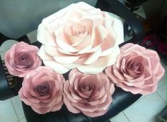 One set of paper flowers for wedding backdrop by ManeePaperArt
