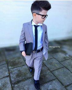 Engjiandy 🍀 —: - While you were asleep this littleman was doing business 😜- BOSS 👊🏻 Toddler Boy Outfits, Cute Outfits For Kids, Toddler Boys, Cute Kids, Baby Boys, Little Boy Fashion, Kids Fashion Boy, Toddler Fashion, Baby Boy Dress