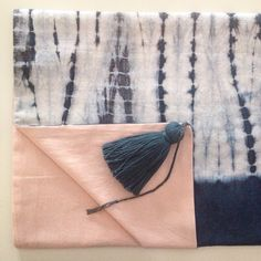 Ending our table runners with handcrafted tassels for Brussels Design September | shibori | tassel | indigo | natural dyes | table runner | house linen | last step
