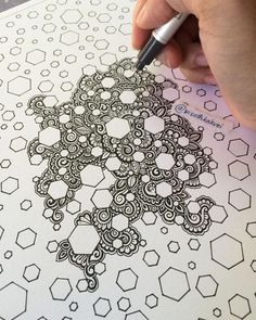 Drawing Doodles Ideas Simple-and-Easy-Doodle-Art-Ideas - Gone are those days when doodling was only for the kids. If you want to touch your artistic side, these simple and easy doodle art ideas to try. Zentangle Drawings, Doodles Zentangles, Zentangle Patterns, Doodle Drawings, Doodling Art, Art Patterns, Pencil Drawings, Zen Doodle Patterns, Sharpie Drawings