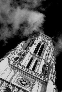 monochrome tower by tommaso ferrarese, via Flickr