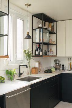 Étagères avec rangement supplémentaire pour la cuisine! Belle idée de IKEA hack!
