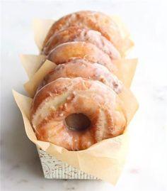 Sour Cream Cake Donuts with Maple Brown Butter Glaze Recipe Just Desserts, Dessert Recipes, Cake Donut Recipes, Baked Donuts, Doughnuts, Donut Muffins, Doughnut Cake, Sour Cream Cake, Baked Sour Cream Donut Recipe