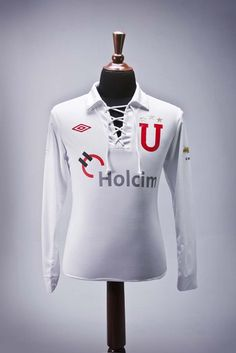 In 2010, LDU celebrated its 80th anniversary. Umbro made a retro-style uniform with red details and the traditional club logo, the 'U' red on the chest this time with three golden stars on top. With this shirt the club contested two international cups, the first the Suruga Bank Cup 2010, where they lost to FC Tokyo of Japan. The second was the Recopa Sudamericana, playing against Estudiantes de la Plata, where LDU were crowned champions for the second consecutive time thanks to prominent…