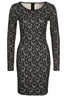 Vestido negro de cóctel de Mint&Berry http://stylabel.com/product/mint-berry-vestido-de-coctel-negro/93704