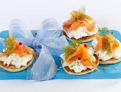 Miniblinis au saumon fuméVoir la recette des Miniblinis au saumon fumé