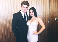 Ariel Winter Shows Breast Reduction Scars At The 2016 #SAGAwards