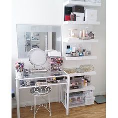 Looking to build a makeup vanity ideas at home? Makeup Vanity Ideas you'll want to copy now. Everything from vanity ideas for small spaces, lighting, makeup brush holders, and more. Check these out! Closet Vanity, Vanity Room, My New Room, My Room, Rangement Makeup, Vanity Organization, Makeup Storage, Organization Ideas, Small Vanity