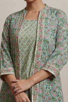 Pakistani Dresses Casual, Indian Fashion Dresses, Indian Designer Outfits, Dress Neck Designs, Designs For Dresses, Blouse Designs, Churidhar Designs, Simple Kurti Designs, Kurta Designs Women