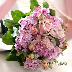 Buquê de Noiva montado com Ortências e Rosas. #buque, #casamento, #noiva,