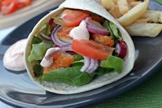 Fűszeres panírban sütött csirkefalatok tortilla-ba csavarva Tacos, Mexican, Cooking, Ethnic Recipes, Kitchen, Drink, Food, Beverage, Kitchens