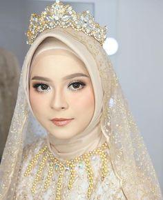 Hijabi Wedding, Wedding Hijab Styles, Kebaya Wedding, Muslimah Wedding Dress, Muslim Wedding Dresses, Muslim Brides, Muslim Women, Bridal Hijab, Hijab Bride
