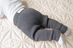 Watch The Video Alluring Beginner Crochet Blanket Ideas. Crochet For Boys, Knitting For Kids, Knitting Projects, Baby Knitting, Crochet Projects, Crochet For Beginners Blanket, Crochet Blanket Patterns, Crochet Blankets, Cute Babies Photography