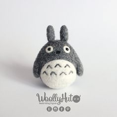 Wool Needle Felting, Needle Felted Animals, Felt Animals, Totoro, Felt Diy, Felt Crafts, Ghibli, Felt Keychain, Wool Felt