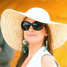 big floppy hat, big sunglasses, big earrings...don't know if I could pull it off, but I like it!
