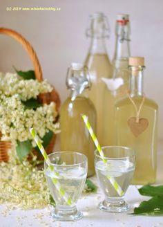 Sirup z bezových květů | Blog Mlsné kočky Table Decorations, Fitness, Blog, Tasty Food Recipes, Syrup, Blogging, Dinner Table Decorations