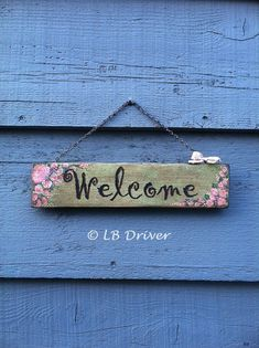 Items similar to Vintage Look Hand Painted Reclaimed Wood Sign - Welcome on Etsy Pallet Crafts, Pallet Art, Wooden Projects, Wooden Crafts, Painted Signs, Hand Painted, Diy Wood Signs, Cute Signs, Picture On Wood