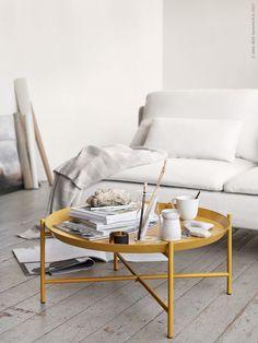 JORIDbrickbord, i pulverlackat stål, finns i begränsad upplaga. TIDVATTENvas,OFANTLIGTmugg,VÄGMÅLLApläd,SÖDERHAMN3-sits soffa.