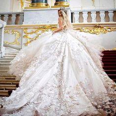 Beautiful wedding gown for a big fat gypsy wedding - Welt der Hochzeit Dream Wedding Dresses, Bridal Dresses, Wedding Gowns, Wedding Ceremonies, Wedding Groom, Women's Dresses, Long Dresses, Wedding Bouquets, Dresses Online