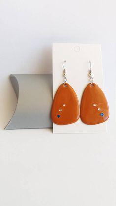 Retrouvez cet article dans ma boutique Etsy https://www.etsy.com/fr/listing/528786970/boucles-doreilles-pendantes-orange-fonce