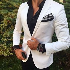 White formal suit jacket with black shirt ⋆ Men's Fashion Blog - TheUnstitchd.com