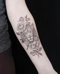 Lion & Flowers Tattoo #Tatuagens #Tatoo #TatuagemFeminina #Inspiração #Feminina #Futuro #Ideia