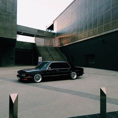 mishproductions:  In my opinion, one of the best looking E28s out there.