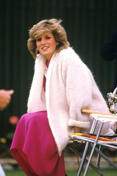 A radiant Diana, just 22 and pregnant with Prince Harry, takes a break as she watches Charles play polo at Smith's Lawn, Windsor, in June She later described the weeks before Harry's birth as the happiest of the marriage Princess Diana Family, Royal Princess, Princess Of Wales, Princess Diana Pregnant, Disney Princess, Lady Diana Spencer, Diana Fashion, Look Fashion, Royal Fashion