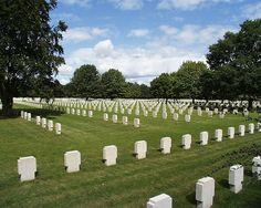 El cementerio militar alemán de Champigny Saint-André se encuentra en el pueblo de Champigny-la-Futelaye , a unos 20 km al sur de Saint-André-de-l'Eure (Francia). En este cementerio militarse encuentran enterrados los soldados alemanes que murieron en la retirada de Francia.