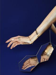 Nugget //  Photographer : Marion Parez http://www.marionparez.com/ // Art Direction : Justine Romuald https://justineromuald.com/ // Make-UP artist : Jill Joujon // Model : Luna Martin //Jewelry : CasaRosa, Matières à reflexion   #hands #jewelry #make-up #edito #shooting