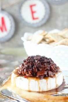 Amazingly gooey baked brie topped with candied bacon! Brown sugar and maple syrup bacon candy is the perfect, outrageous topping. Baked Brie Appetizer, Bacon Appetizers, Appetizer Recipes, Appetizer Dips, Baked Brie Recipes, Bacon Recipes, Drink Recipes, Yummy Recipes, Recipes