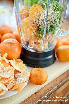 10-15 mandarynek + garstka liści jarmużu + gałązka natki pietruszki +  łyżki kiełków +  łyżeczka siemienia lnianego +  szczypta kurkumy  +  1,5 szkl wody
