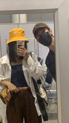 Aesthetic Indie, Couple Aesthetic, Aesthetic Pictures, Best Friend Pictures, Friend Photos, Couple Pictures, Ulzzang Korean Girl, Ulzzang Couple, Bff