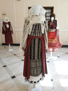 Folk Embroidery, Embroidery Patterns, Folk Costume, Costumes, Antique Quilts, Out Of Style, Traditional Dresses, Going Out, Barbie