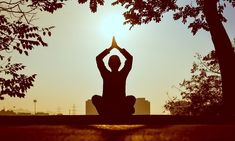 The Health Benefits of Meditation From the medical community to the yoga community, the verdict is out: you need to meditate! Deep Meditation, Meditation Benefits, Meditation Music, Yoga Benefits, Guided Meditation, Health Benefits, Meditation Scripts, Meditation Corner, Chronic Pain