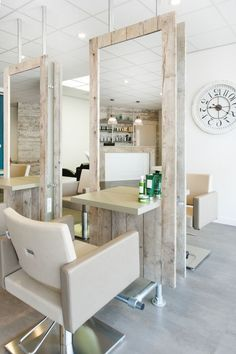 Top Salon Decor Hairdressing For Inspirtion To Maximiz Existing Place - Page 30 of 44 Home Hair Salons, Hair Salon Interior, Home Salon, Design Salon, Salon Interior Design, Beauty Salon Design, Rustic Salon, Small Salon, Beauty Salon Decor