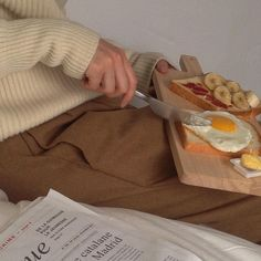 Shared by vlada moris. Find images and videos about food, aesthetic and brown on We Heart It - the app to get lost in what you love. Cream Aesthetic, Brown Aesthetic, Aesthetic Food, Classy Aesthetic, Le Diner, Milkshake, Aesthetic Pictures, Cravings, Food And Drink