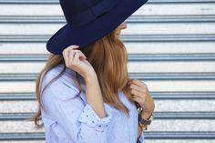 Blue Look. Look con Fedora. A trendy life. #bluelook #blue #details #jeans #fedora #hat #chic #trendy #zara #mango #mariamare #outfit #fashionblogger #atrendylife www.atrendylifestyle.com